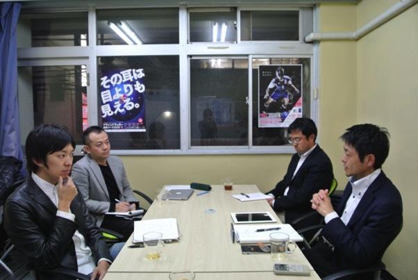 (左から:コピーライター澤田氏、編集部林、日本ブラインドサッカー協会早川氏、松崎氏)