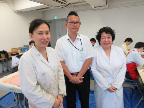 (左から)千田チーム長、ハートフル社員・矢島さん、相澤先生