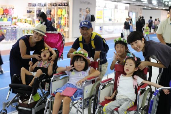 7月26日、ツアー初日。成田空港に集合した3家族