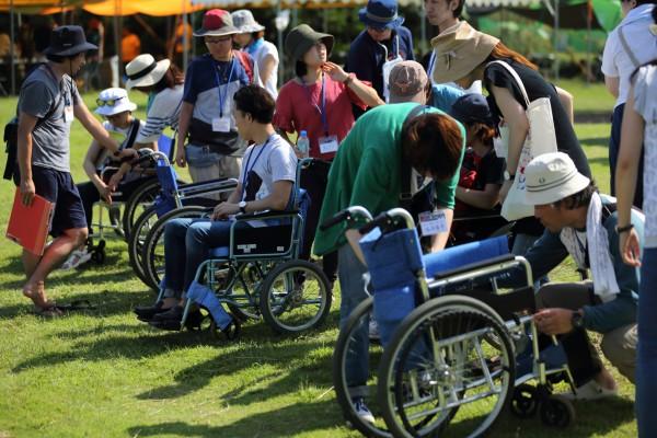 車椅子ユーザーへのサポート方法を学ぶ