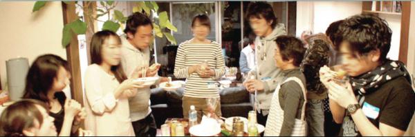 入居者とのパーティー自慢の手料理とお酒で