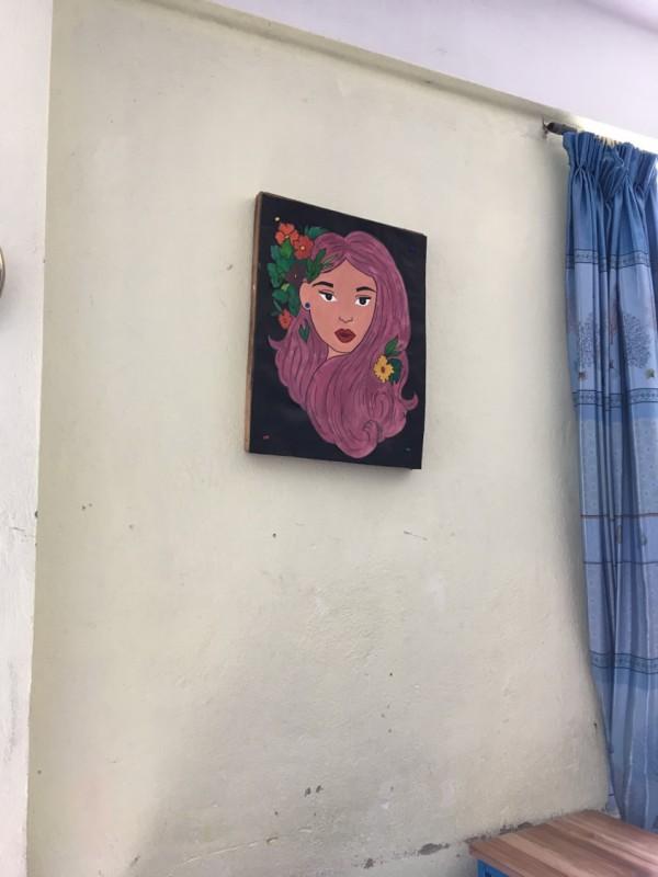 寮の中に飾られていた絵画。この寮で暮らす生徒が描いたもの