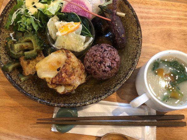 味・ボリューム・見た目も大満足なヴィーガンメニュー。最近は東京のカフェでも増えてきた。